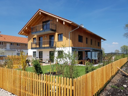 Haus mit 4 Wohnungen und 1 Gewerbeeinheit